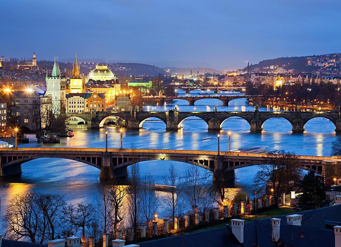 Golf-Gruppenreisen-Prag-Altstadt-Bruecken